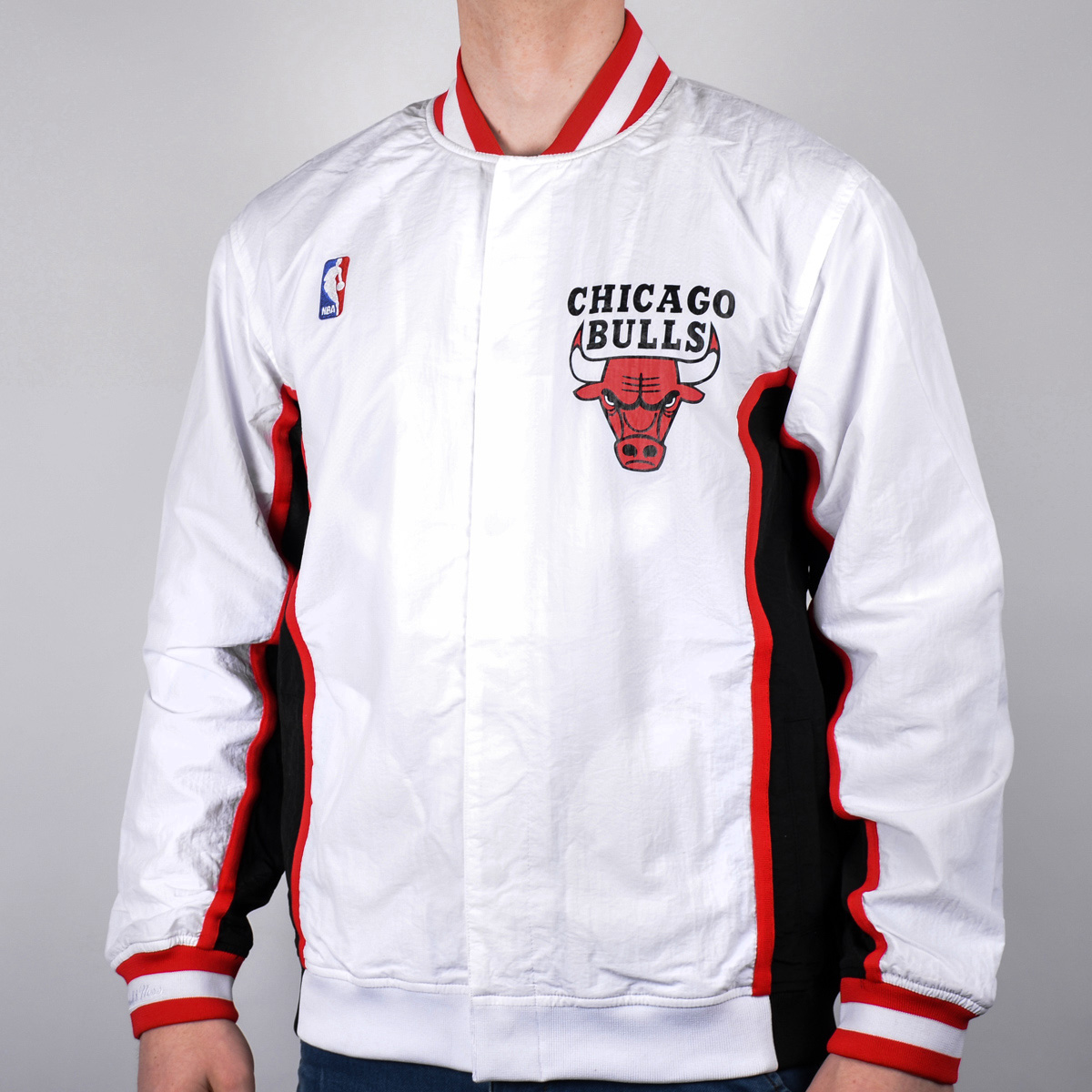 watch 9b8d3 f139c chicago-bulls-gear