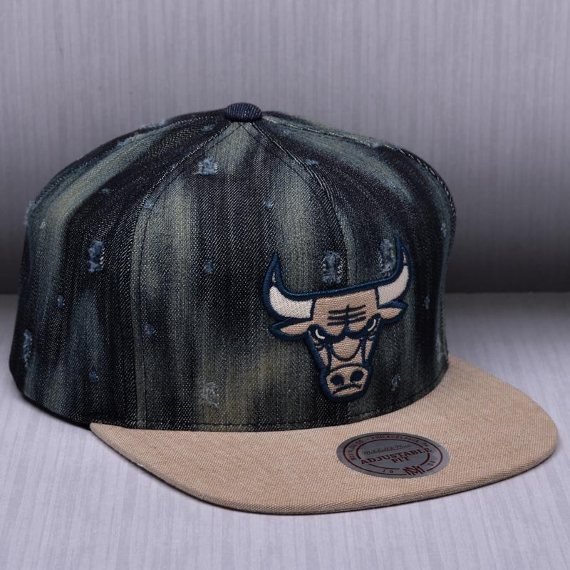 009bc31ea324 Mitchell   Ness NBA Chicago Bulls Torn Denim Snapback Cap - NBA Shop  Chicago Bulls Merchandise - Superfanas.lt