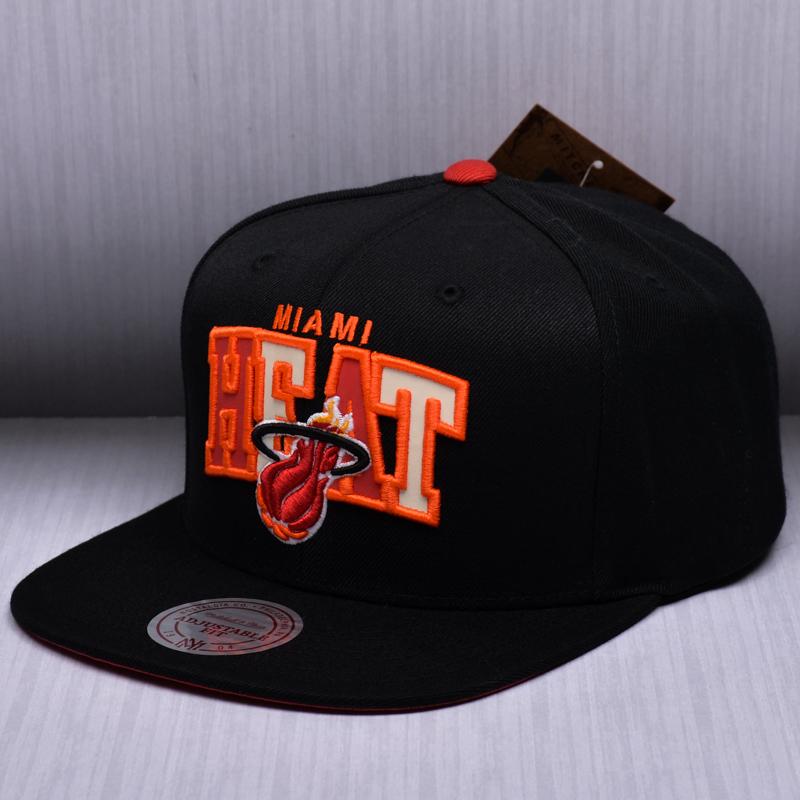 new styles a21c2 710cf Mitchell   Ness NBA Miami Heat Reflective Tri Pop Arch Snapback Cap