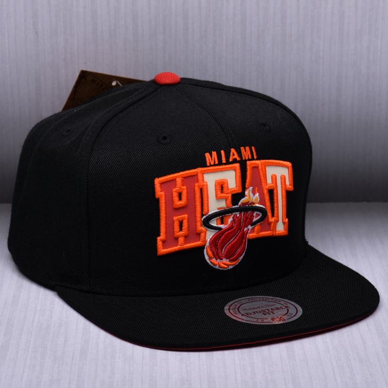 a919ae8f7f382 Mitchell   Ness NBA Miami Heat Reflective Tri Pop Arch Snapback Cap - NBA  Shop Miami Heat Merchandise - Superfanas.lt