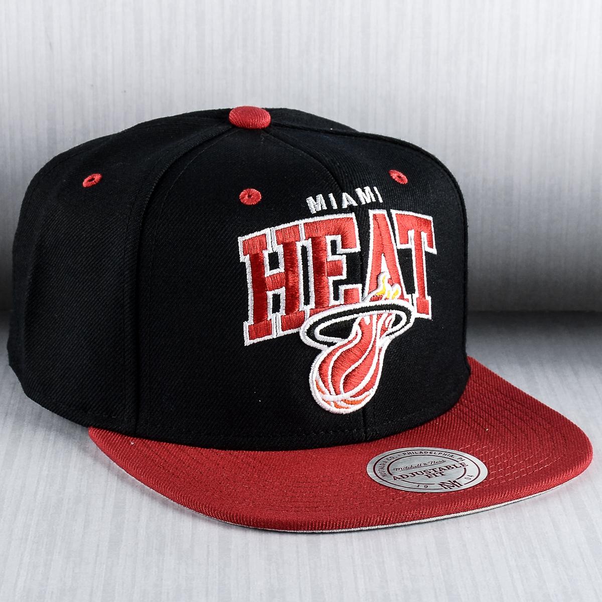 new arrival 6f810 8899e Mitchell   Ness NBA Miami Heat Team Arch Snapback Cap - NBA Shop Miami Heat  Merchandise - Superfanas.lt