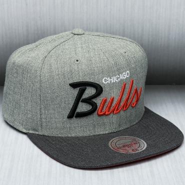 19d573922ea Mitchell   Ness NBA Chicago Bulls TRI POP SPECIAL SCRIPT Snapback ...