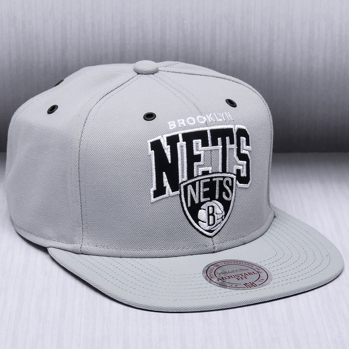 pretty nice 46226 c96e9 Mitchell   Ness NBA Brooklyn Nets Black And White Arch Snapback Cap - NBA  Shop Brooklyn Nets Merchandise - Superfanas.lt