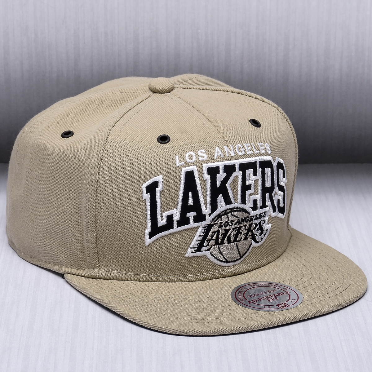 buy popular f6128 31e66 Mitchell   Ness NBA Los Angeles Lakers Black And White Arch Snapback Cap -  NBA Shop Los Angeles Lakers Merchandise - Superfanas.lt