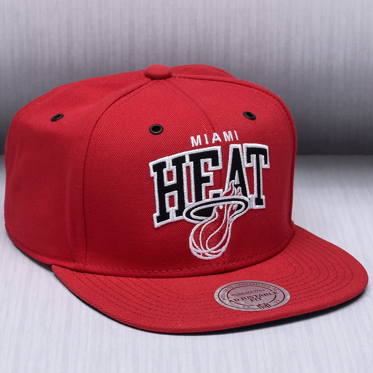 976f0ace4a627 ... canada mitchell ness nba miami heat black and white arch snapback cap  6a3d0 f6a78
