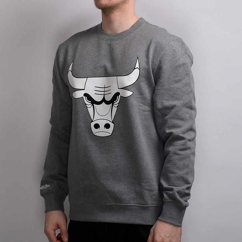 a042c35098aa8 Mitchell   Ness NBA Chicago Bulls Black And White Logo Crew - NBA Shop Chicago  Bulls Merchandise - Superfanas.lt