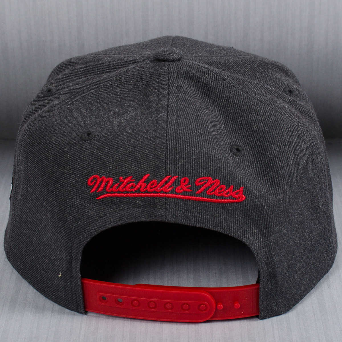 finest selection b24a1 71cf7 Mitchell   Ness NBA Chicago Bulls Insider Reflective Snapback Cap