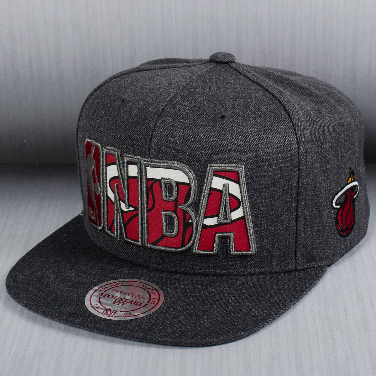 reputable site 31942 f65dd Mitchell   Ness NBA Miami Heat Insider Reflective Snapback Cap