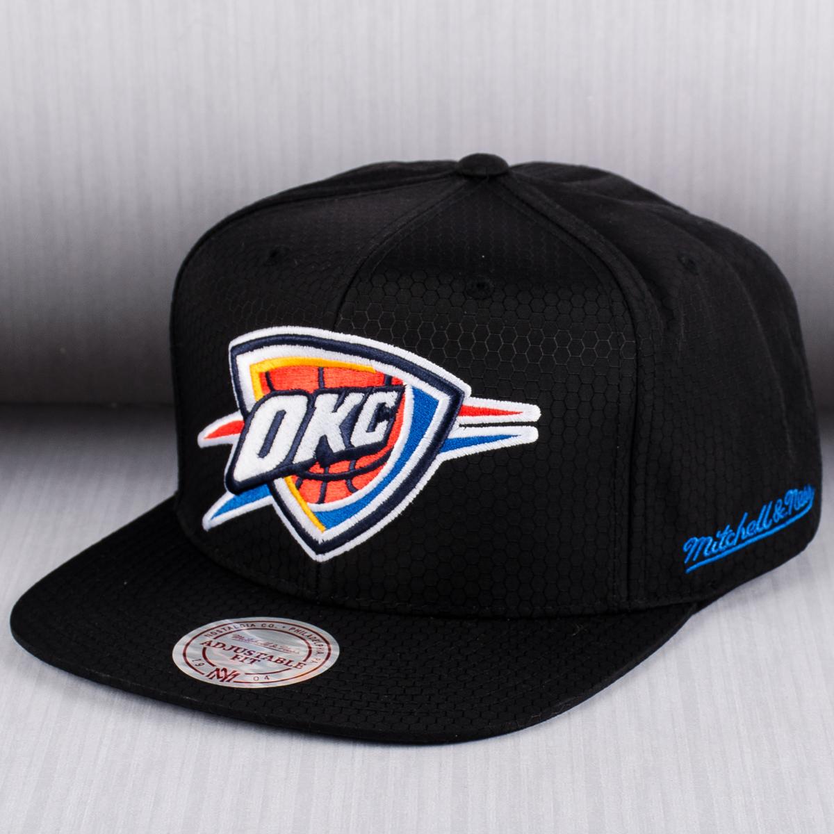 Mitchell   Ness NBA Oklahoma City Thunder Black Ripstop Honeycomb Snapback  Cap e30baba7d75