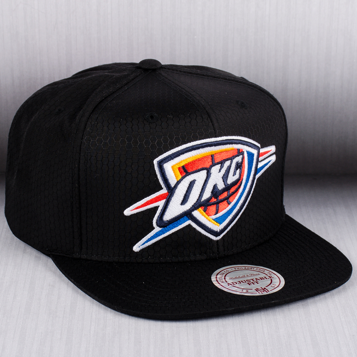 timeless design af600 08ac6 Mitchell   Ness NBA Oklahoma City Thunder Black Ripstop Honeycomb Snapback  Cap - NBA Shop OKC Thunder Merchandise - Superfanas.lt