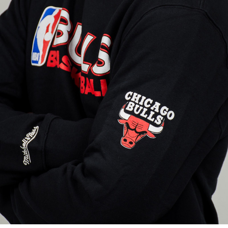 Show your pride in red and black with official Chicago Bulls jerseys and gear from Nike. Founded in as the third NBA franchise in city history, the Chicago Bulls went on to dominate the 90s and become one of the most recognizable sports franchises in the world.