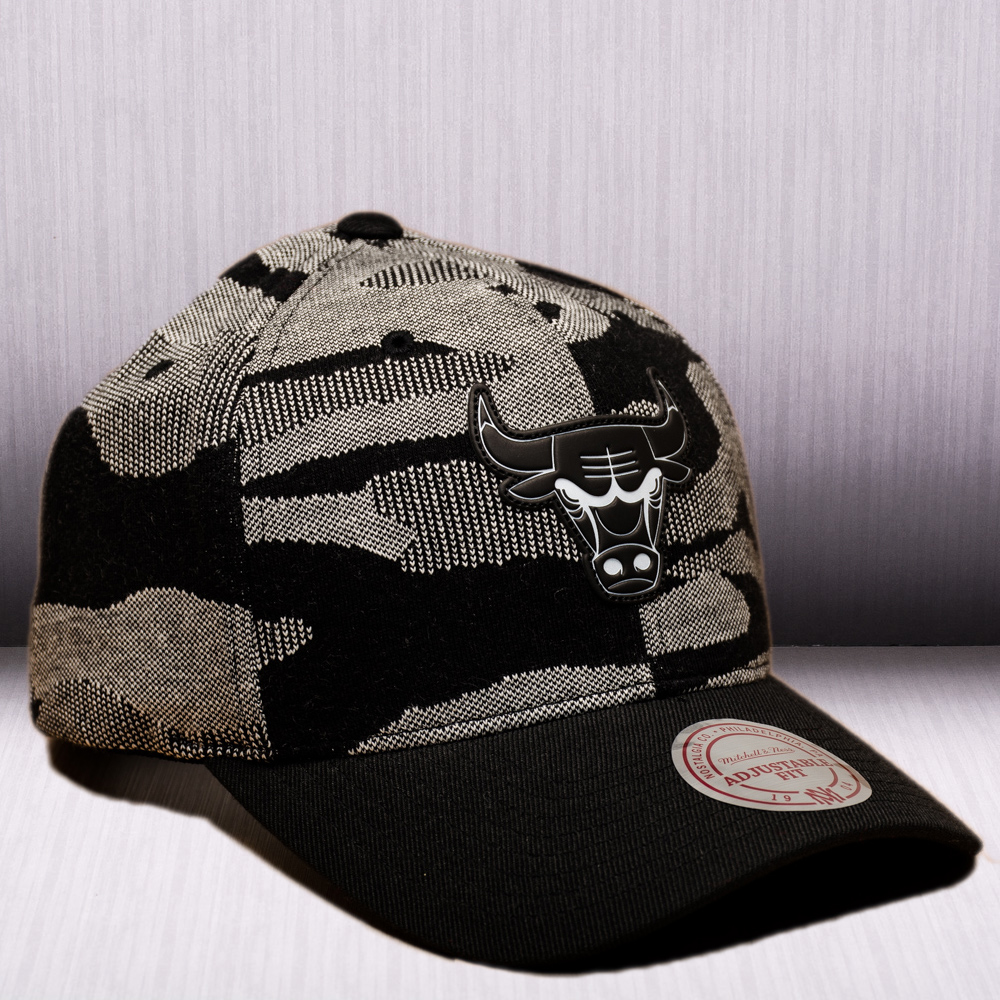 best sneakers b80d1 e25e8 Mitchell   Ness NBA Chicago Bulls Camo Knit Snapback Cap - NBA Shop Chicago  Bulls Merchandise - Superfanas.lt