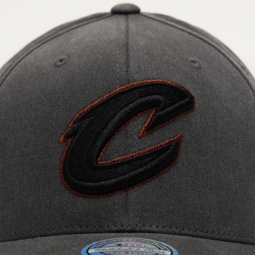 Mitchell & Ness NBA Cleveland Cavaliers Washed Denim 110 NBA Snapback Cap