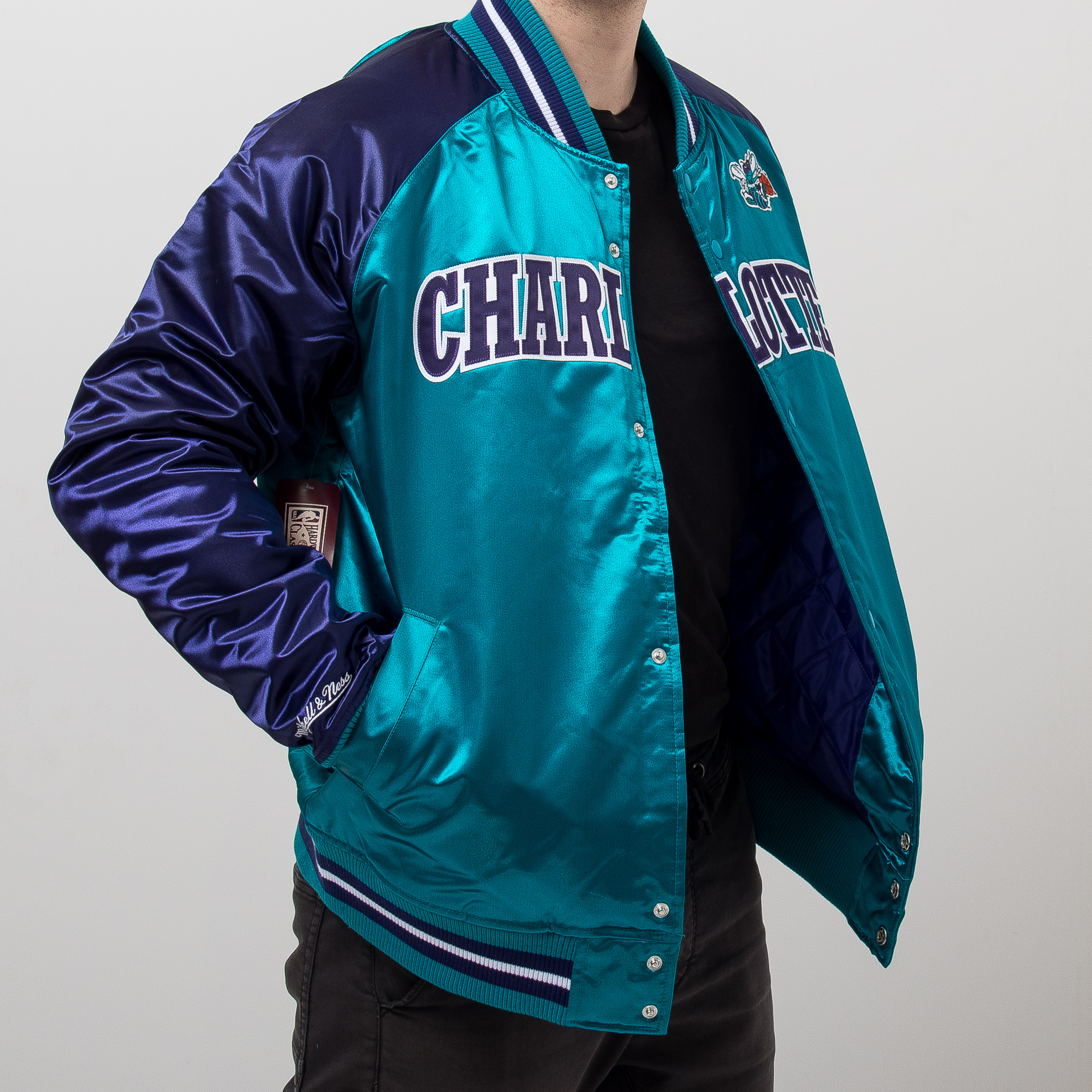 new arrival d33d8 2df7a Mitchell & Ness NBA Charlotte Hornets Tough Season Satin ...