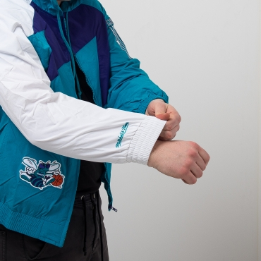 Mitchell & Ness NBA Charlotte Hornets Shark Tooth plona striukė