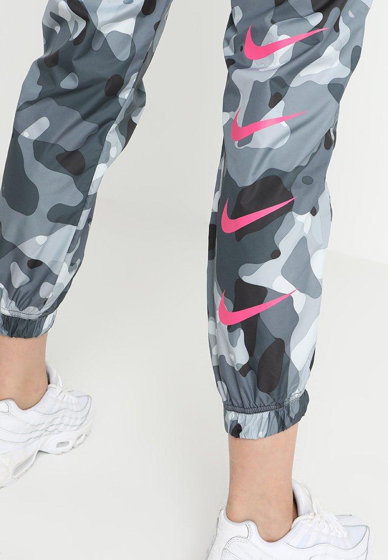 419731f0478 Nike Wmns NSW Swoosh Camo Pants - SPORTING GOODS Sports Pants ...