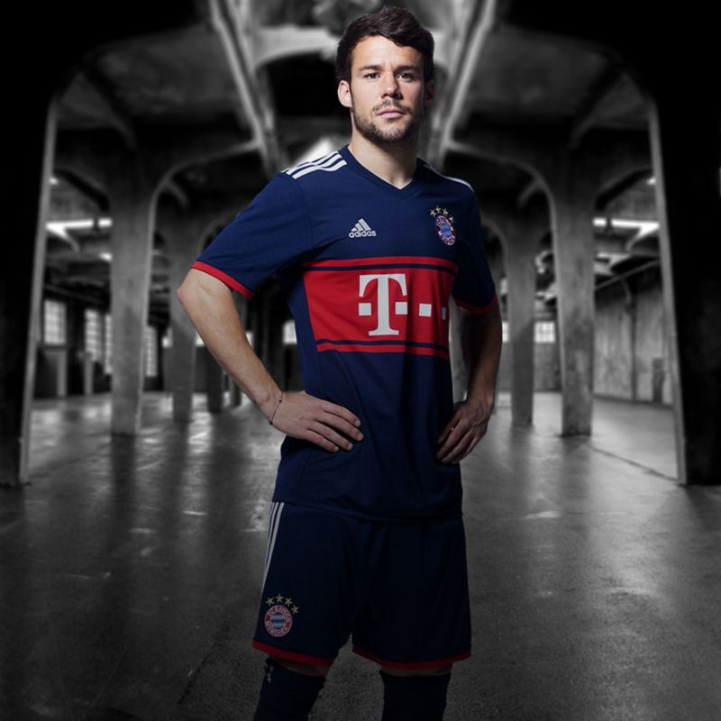 FC Bayern 2017-18 Away Kit