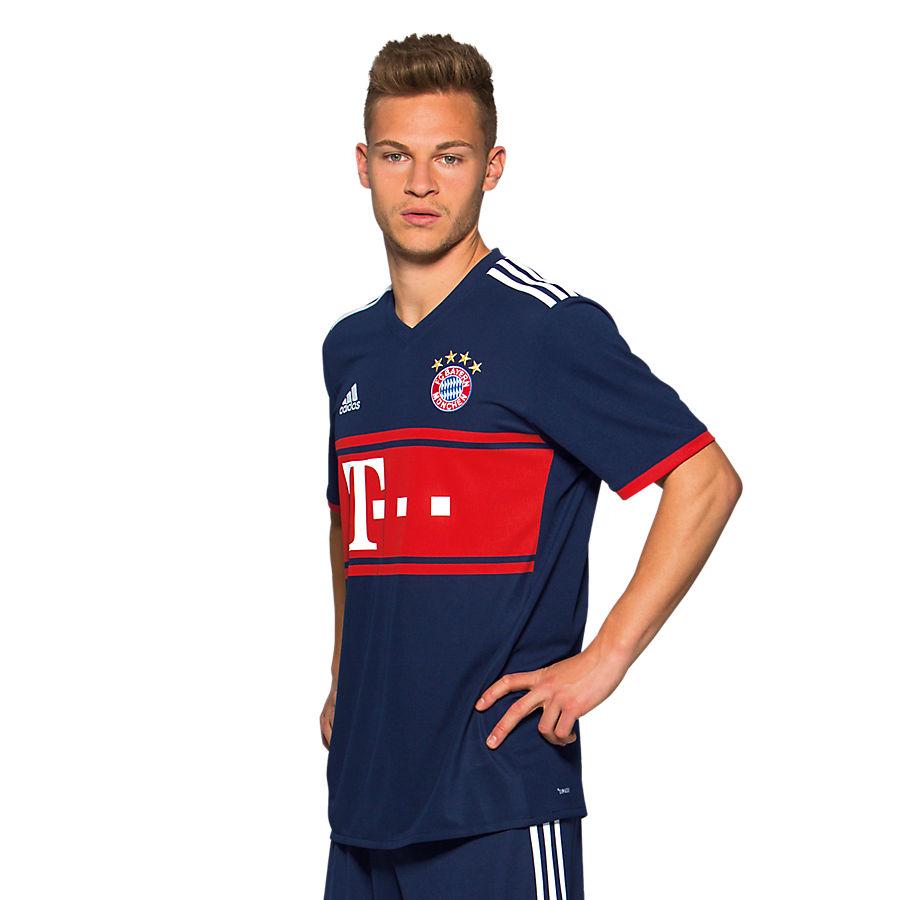 FC Bayern 2017-18 Away Kit