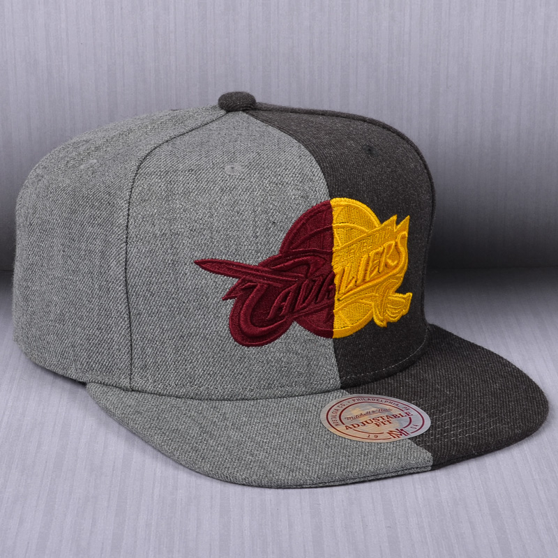 519db6b00 Mitchell & Ness NBA Cleveland Cavaliers Split Crown Snapback Cap ...