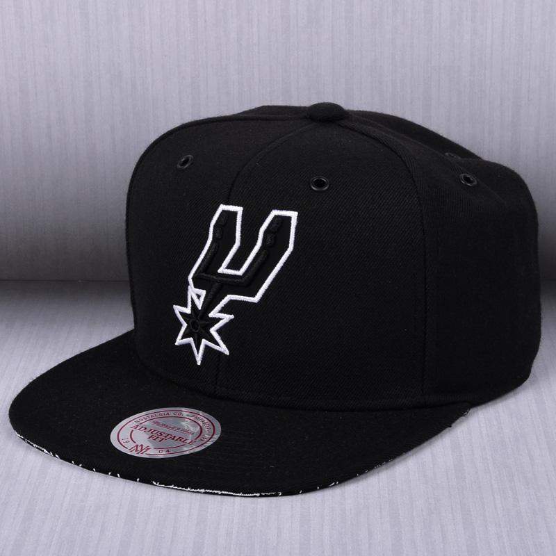Mitchell   Ness NBA San Antonio Spurs Grid Snapback Cap - NBA Shop ... ce32b88d0b0