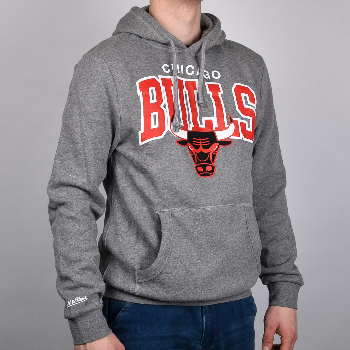 32c810ad955 Mitchell   Ness Chicago Bulls Team Arch Hoody - NBA Shop Chicago Bulls  Merchandise - Superfanas.lt