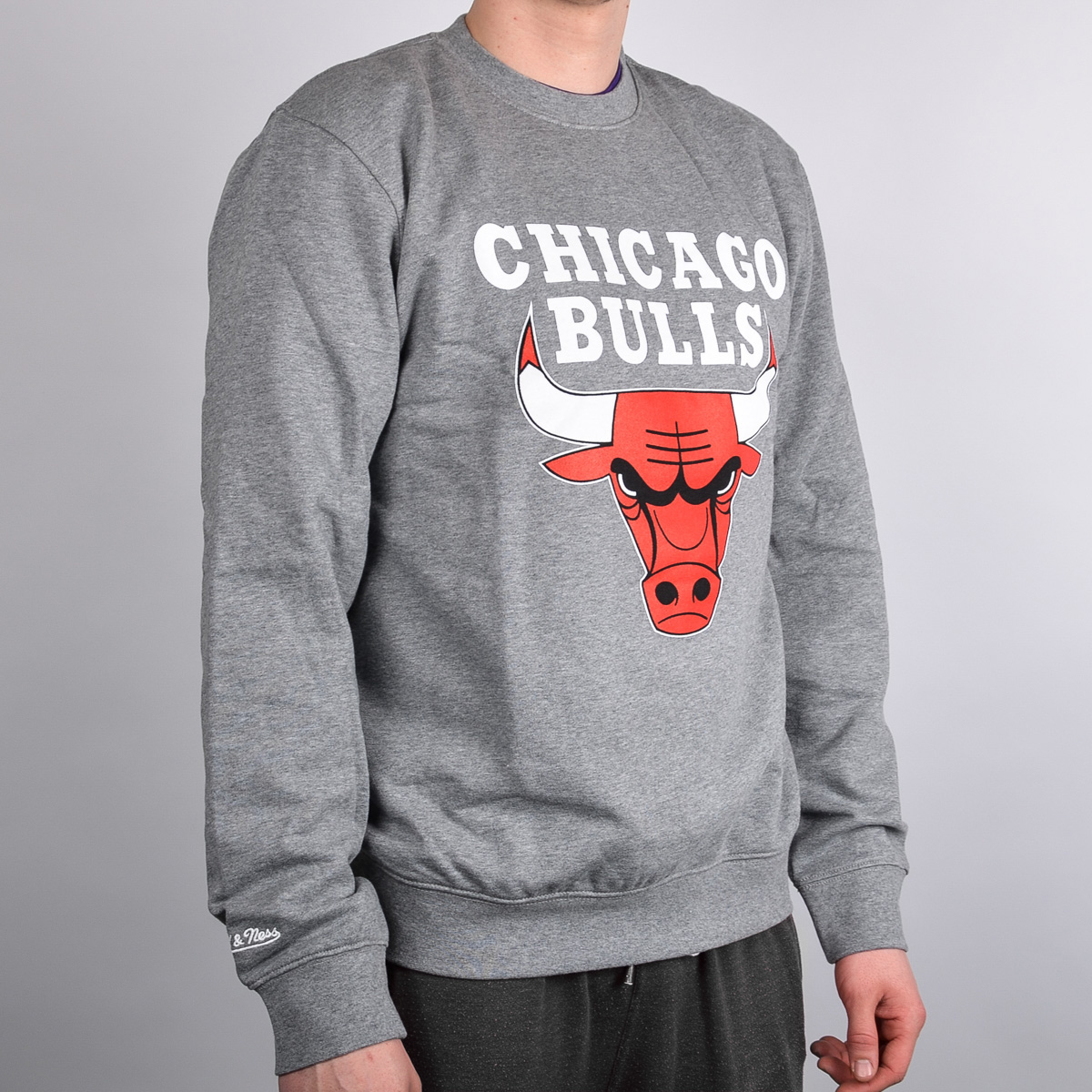 Mitchell   Ness Chicago Bulls Team Logo Crewneck - NBA Shop Chicago Bulls  Merchandise - Superfanas.lt ca8e9d3b90df